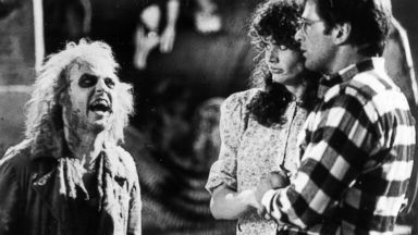 PHOTO: Geena Davis and Alec Baldwin react to meeting Beetlejuice, played by Michael Keaton.
