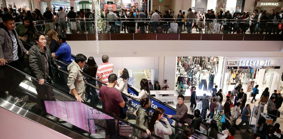 PHOTO: Shoppers pack Brea Mall during Black Friday shopping, Nov. 29, 2013, in Brea, Calif.