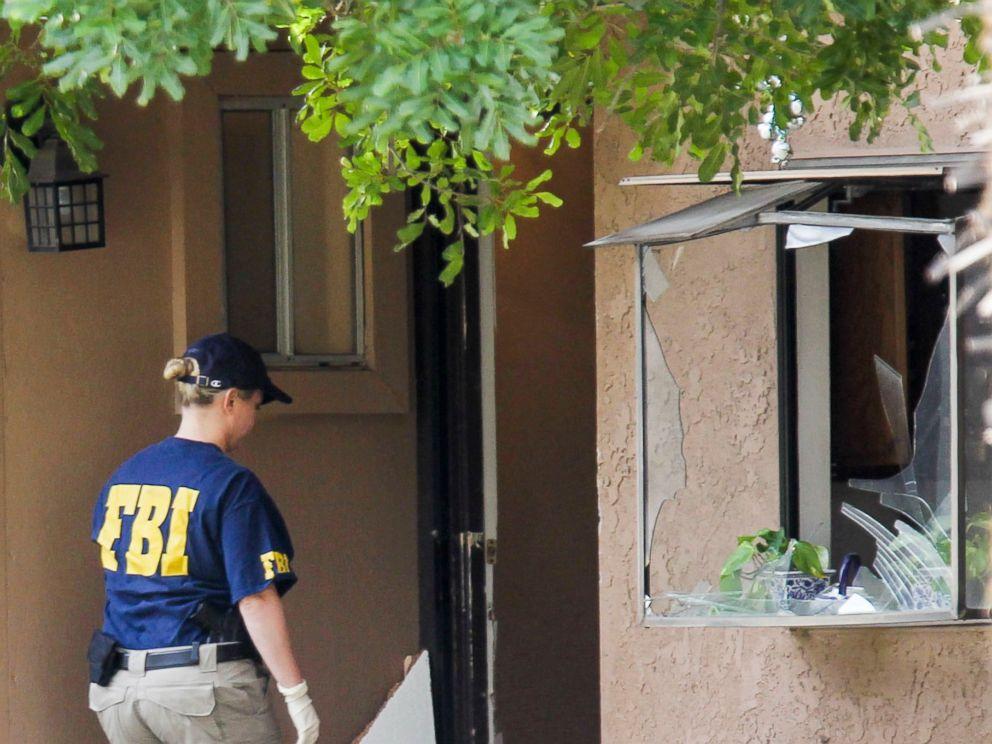 PHOTO: A FBI agent searches outside a home in San Bernardino, Calif., Dec. 3, 2015.