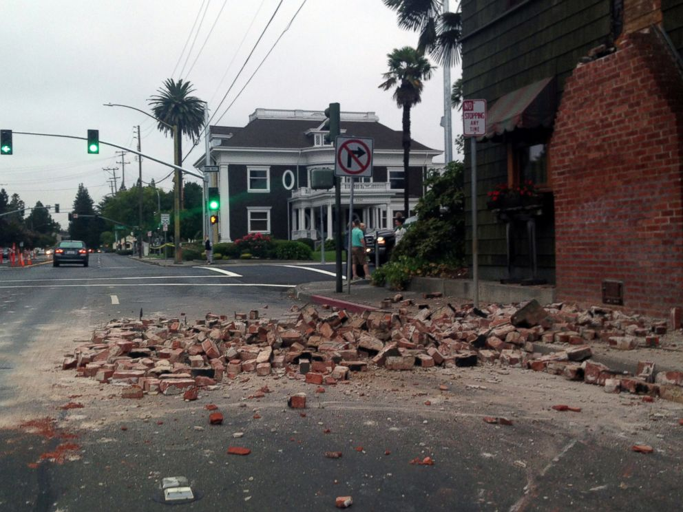PHOTO: Bricks are in the street after a building was damaged during an earthquake in Napa, Calif., Aug. 24, 2014.