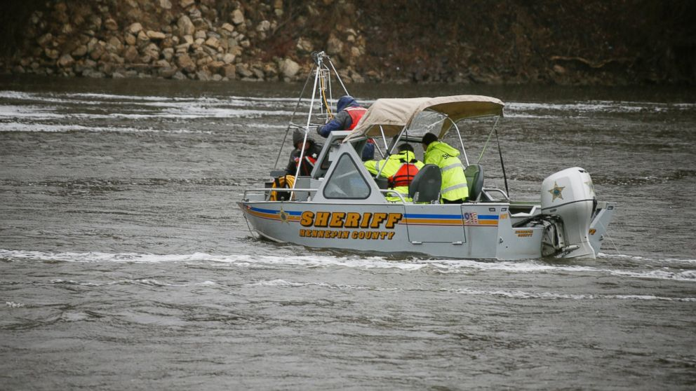 PHOTO: Authorities search the Mississippi River in Minneapolis, April 27, 2014, after a report of a vehicle going into the water and sinking. Treacherous currents and heavy rain hampered the search for the car.