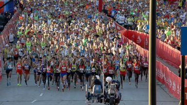 PHOTO: Runners start the Chicago Marathon in Chicago, Sunday, Oct. 13, 2013