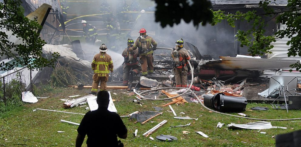 PHOTO: Plane crashes into house in East Haven, Connecticut