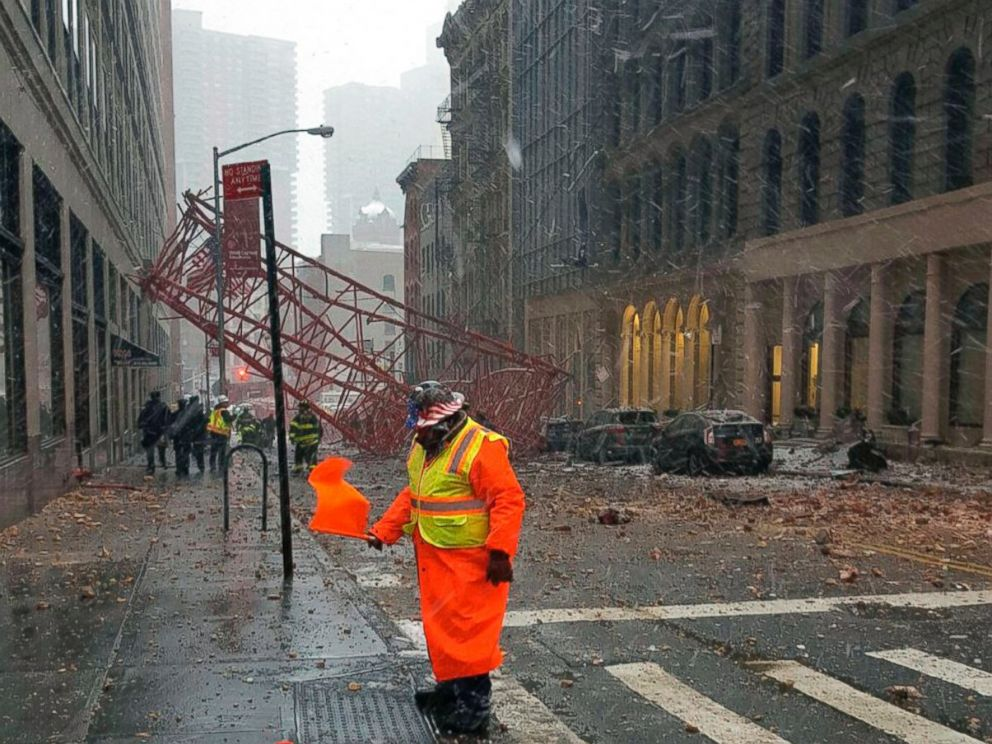 PHOTO:A crane is seen collapsed in Lower Manhattan, Feb. 5, 2016 in New York.