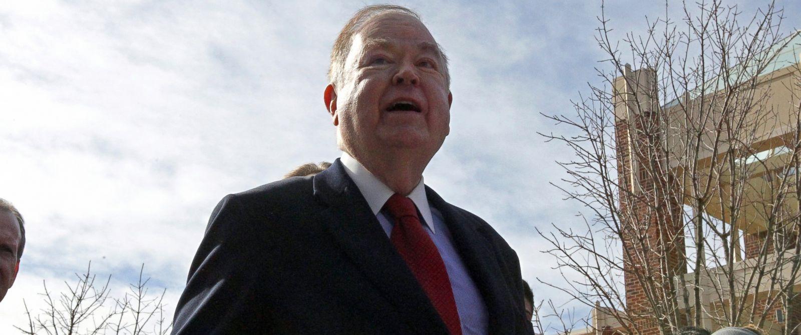 PHOTO: University of Oklahoma President David Boren speaks on the University of Oklahomas campus in Norman, Okla., Jan. 22, 2014.