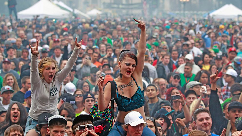 PHOTO: smoke marijuana and listen to live music