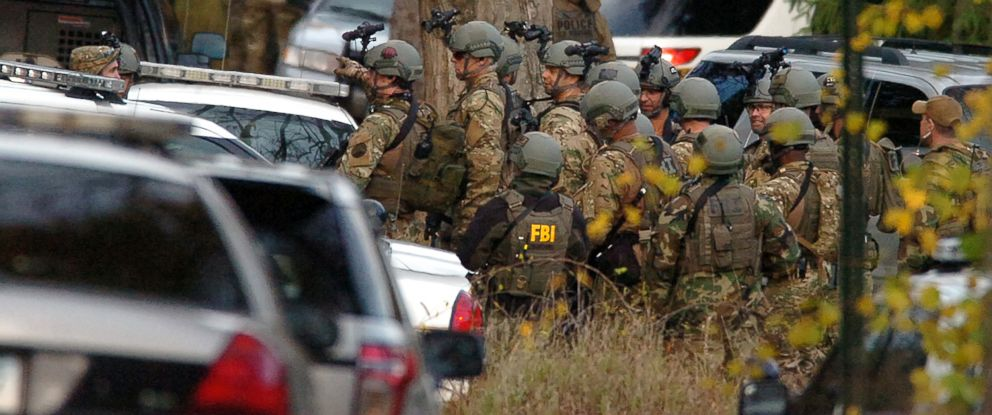 PHOTO: FBI agents prepare to patrol the woods on Lower Swiftwater Road, Oct. 18, 2014, during a massive manhunt for killer Eric Frein in Swiftwater, Pa.