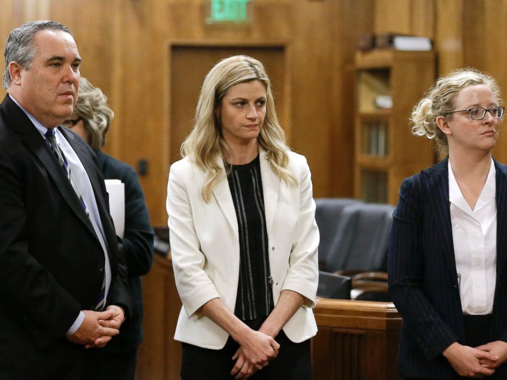 PHOTO: Erin Andrews, center, stands with attorney Scott Carr, left, as the jury leaves the courtroom, Feb. 25, 2016, in Nashville, Tenn.