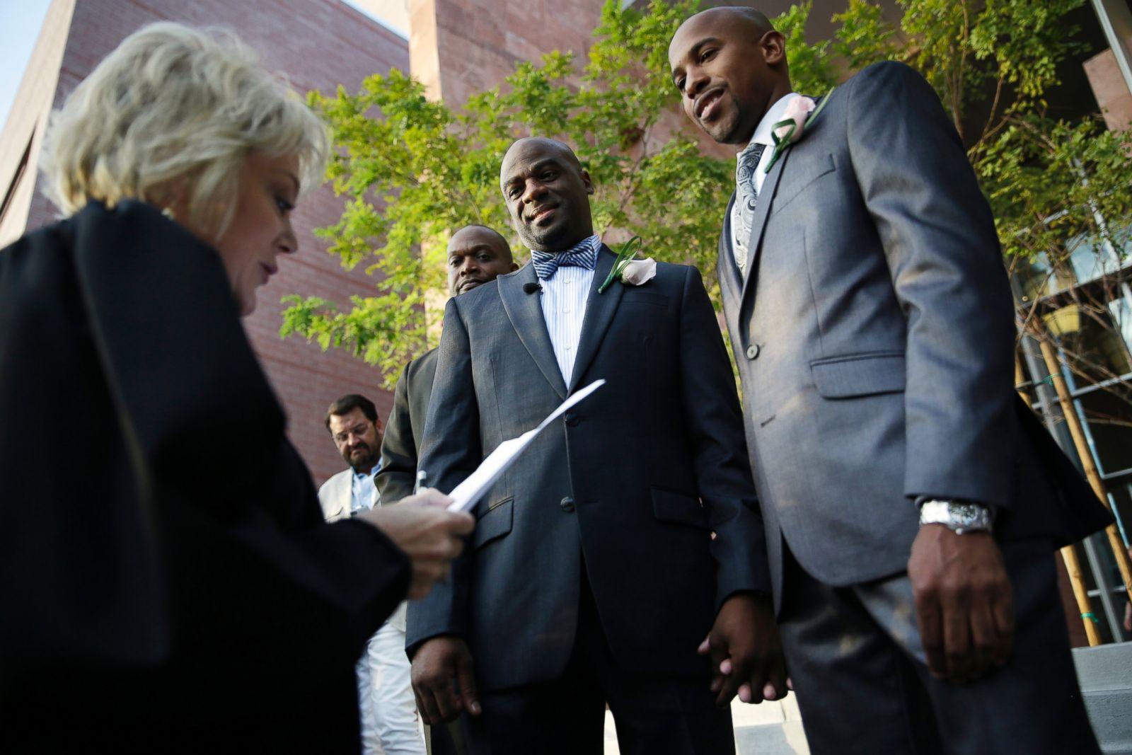 Same sex marriage now legal in las vegas photos image 4 for Gay wedding las vegas