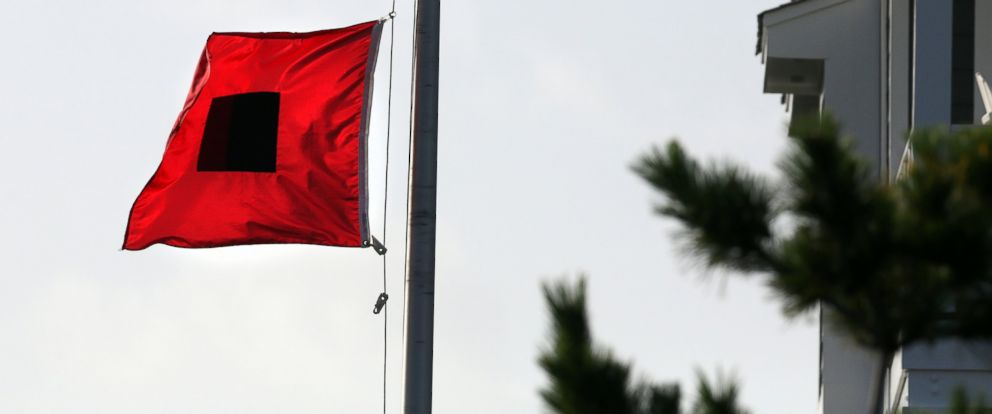 PHOTO: Hurricane warning flags fly in a Hatteras Village neighborhood, July 3, 2014, as residents prep for Hurricane Arthur in Outer Banks, N.C.