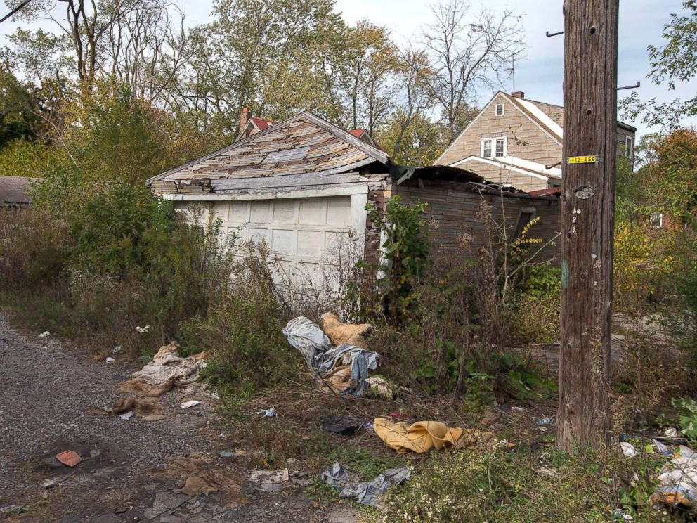 PHOTO: The back of a house in Gary, Ind., where the body of a woman was found, Oct. 19, 2014.