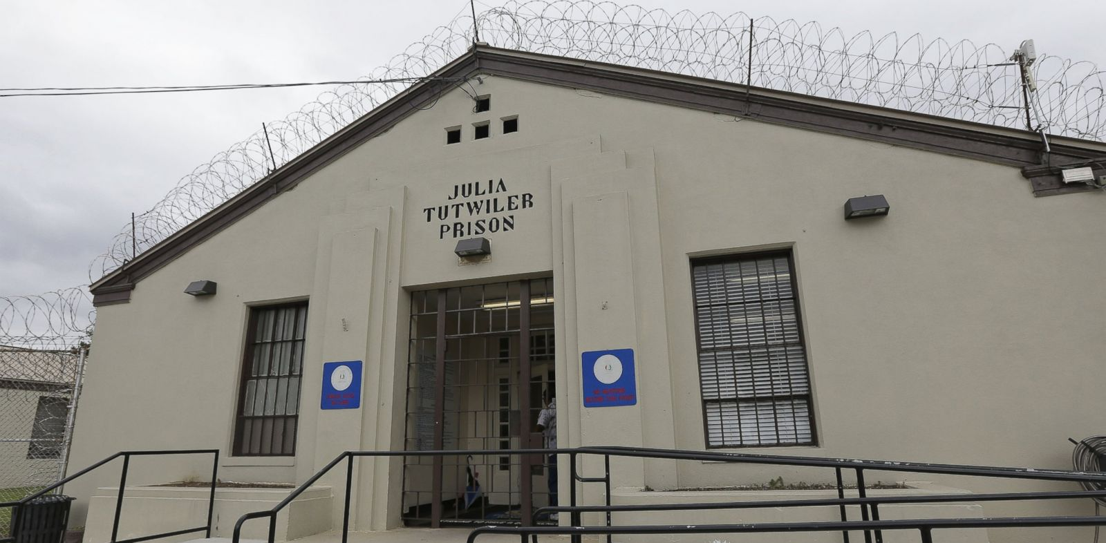 PHOTO: The entrance to Tutwiler Prison for Women in Wetumpka, Ala., is pictured, Sept. 23, 2013.