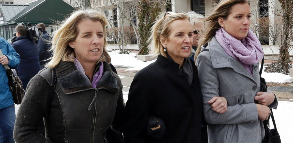 PHOTO: Kerry Kennedy, center, leaves Westchester County courthouse with family, Feb. 26, 2014, in White Plains, N.Y.
