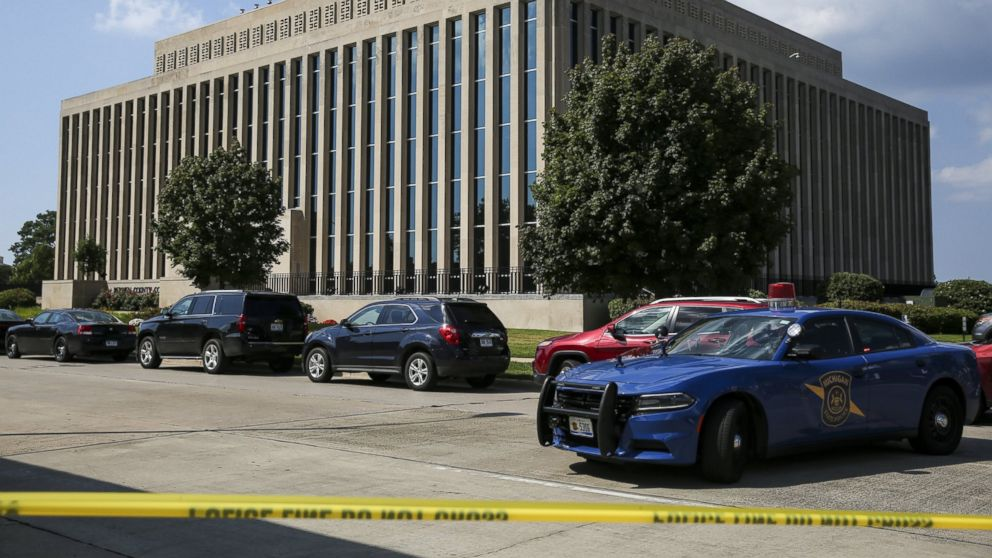 Sheriff: Inmate who killed 2 at courthouse was handcuffed