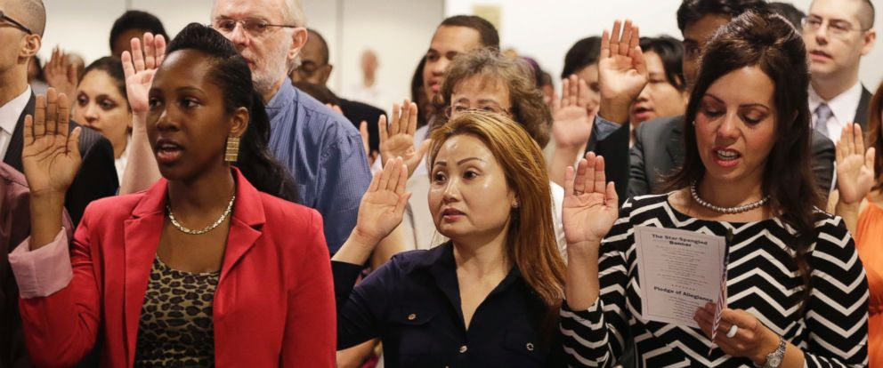 PHOTO: New United States citizens recite the Oath of Allegiance while participating in a naturalization ceremony on July 9, 2014 in New York City.