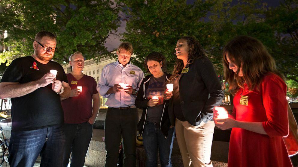 PHOTO: Navy Yard Shooting Victims Vigil