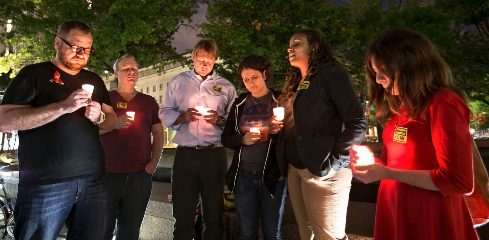 PHOTO: Navy Yard Shooting Victims Vigil