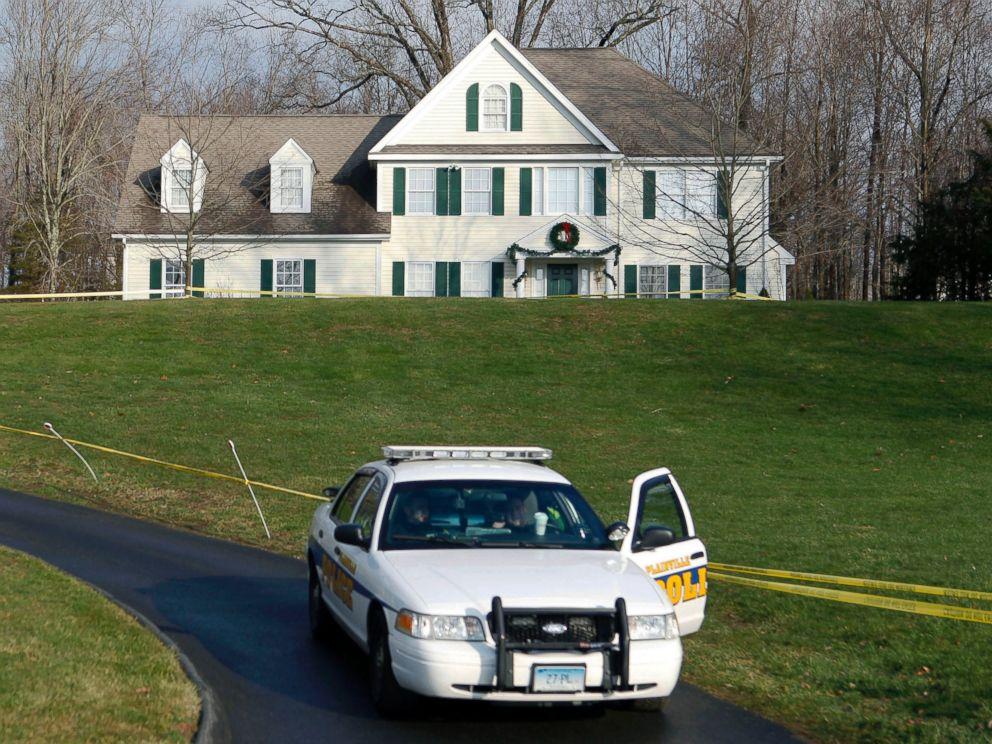 PHOTO: A police cruiser sits in the driveway of the home where Newtown school shooter Adam Lanza lived, Dec. 18, 2012.