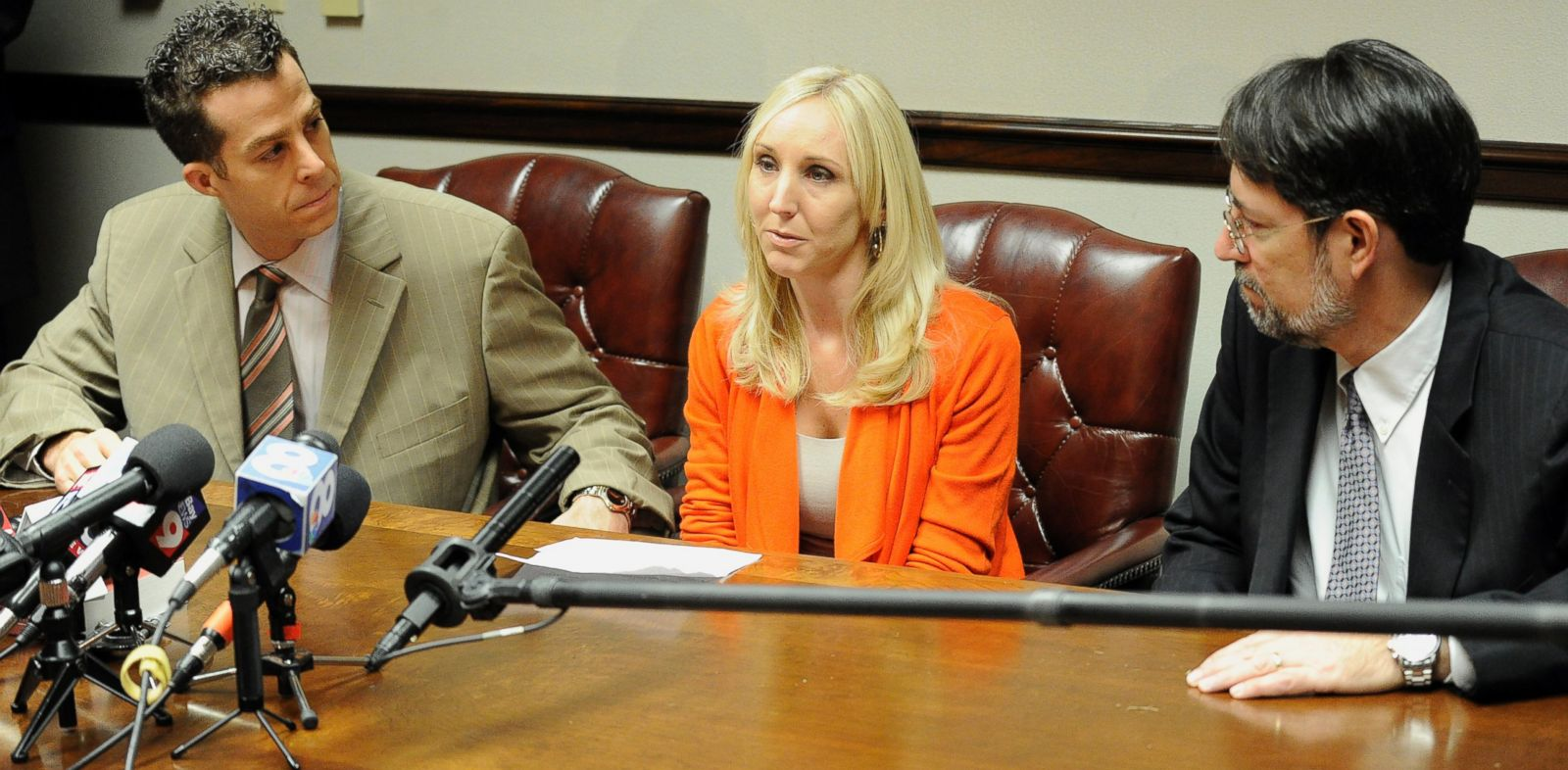 PHOTO: Nicole Oulson, the widow of Chad Oulson, is flanked by attorneys