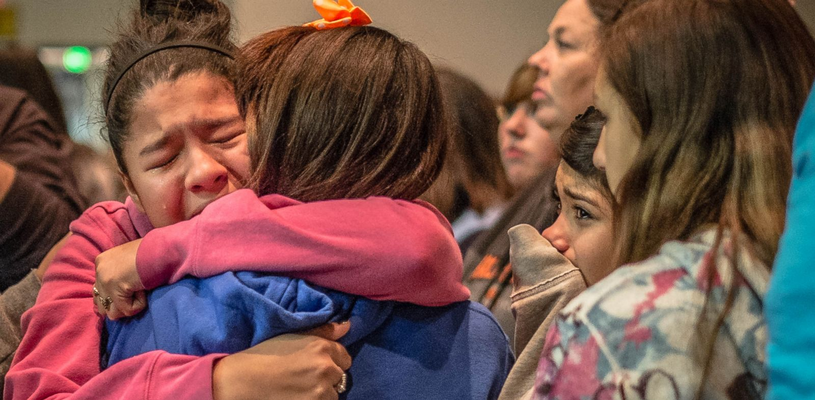 PHOTO: Students gather at a vigil for the victims of a recent middle school shooting, Jan. 14, 2014, in Roswell, N.M.