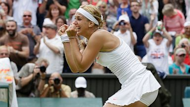 PHOTO: Sabine Lisicki Beats Serene Williams