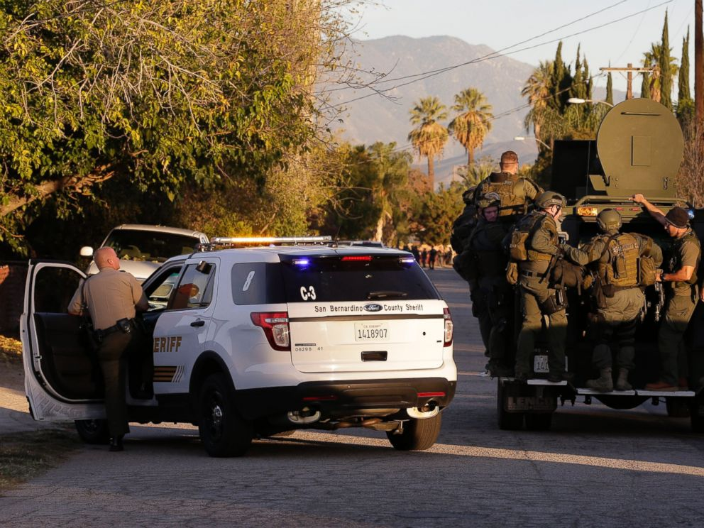 PHOTO: Law enforcement search for a suspect in a mass shooting that occurred at a Southern California social services center on Dec. 2, 2015, in San Bernardino, Calif.