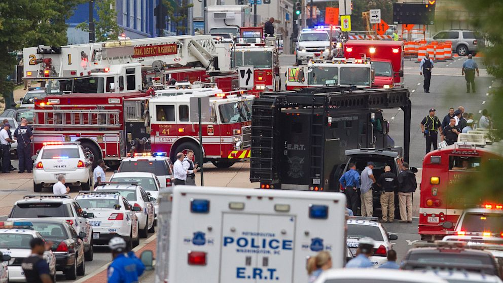 PHOTO: Emergency Response Team vehicle arrives to the scene where a gunman was reported at the Washington Navy Yard in Washington, Sept. 16, 2013.