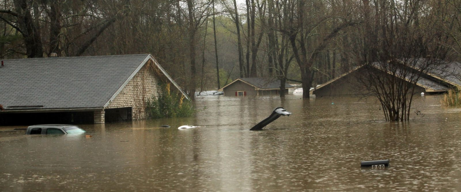 PHOTO: The lid of a car trunk and the top of a mailbox show how high flood waters have reached in the Tall Timbers subdivision of Haughton, La., March 9, 2016.