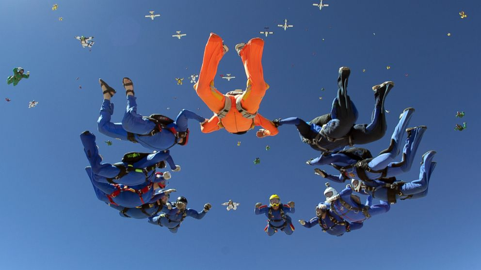 PHOTO: A group of 222 skydivers from 28 nations begin to join together during a jump over Eloy, Ariz, APril 1, 2014.
