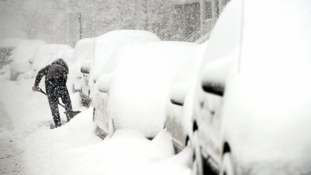 PHOTO: A woman digs her car out of the snow on 15th Street in Bayonne, N.J., Feb. 13, 2014.