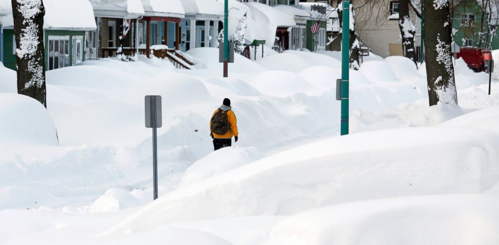 PHOTO: Brian Cintron walks in his snow-bound south Buffalo neighborhood, Nov. 20, 2014, in Buffalo, N.Y.