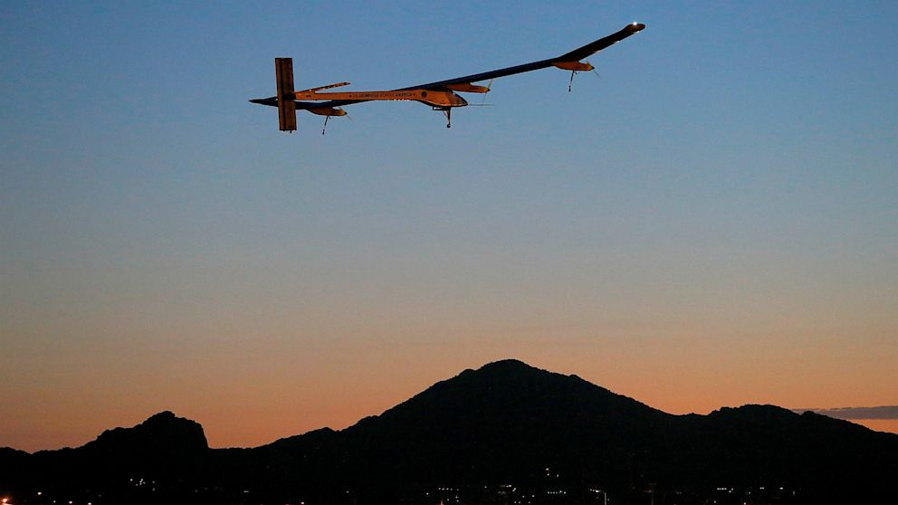 PHOTO: The Solar Impulse takes flight from Phoenix airport