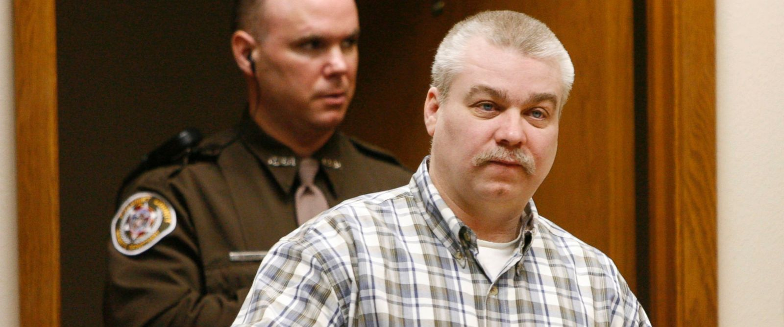 PHOTO: Steven Avery is escorted into the courtroom, March 2, 2007, at the Calumet County Courthouse in Chilton, Wis.