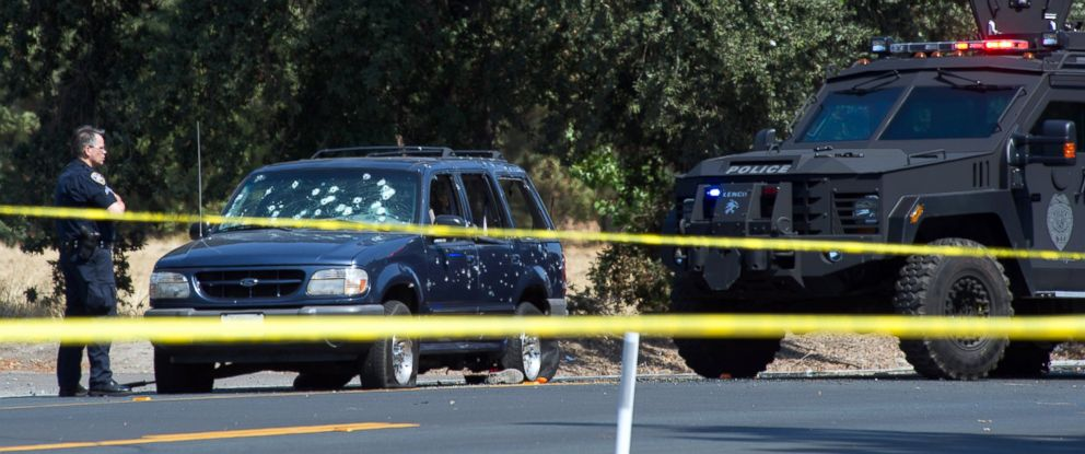 PHOTO: Stockton Police officers at the scene where bank robbery suspects with hostages were stopped at Thornton Road and Otto Drive, July 16, 2014, in Stockton, Calif.