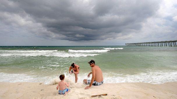http://a.abcnews.com/images/US/AP_storm_weathe_2_jt_140831_16x9_608.jpg