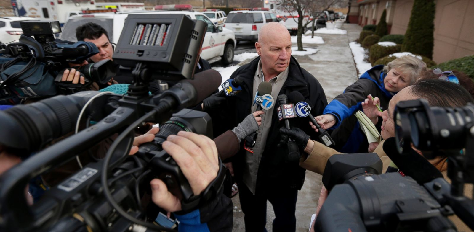PHOTO: Lyndhurst, N.J., Police Chief James B. OConnor talks to the media outside a Quality Inn near the site of NFL Super Bowl XLVIII, Jan. 31, 2014, in Lyndhurst, N.J.