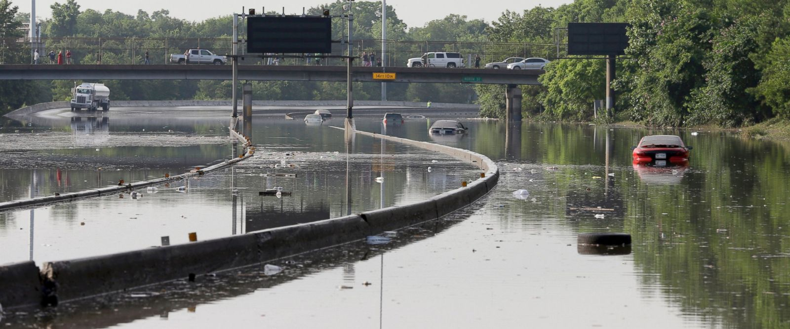 PHOTO: Cars remain stranded along a flooded section of Interstate 45 after heavy rains overnight in Houston, May 26, 2015.