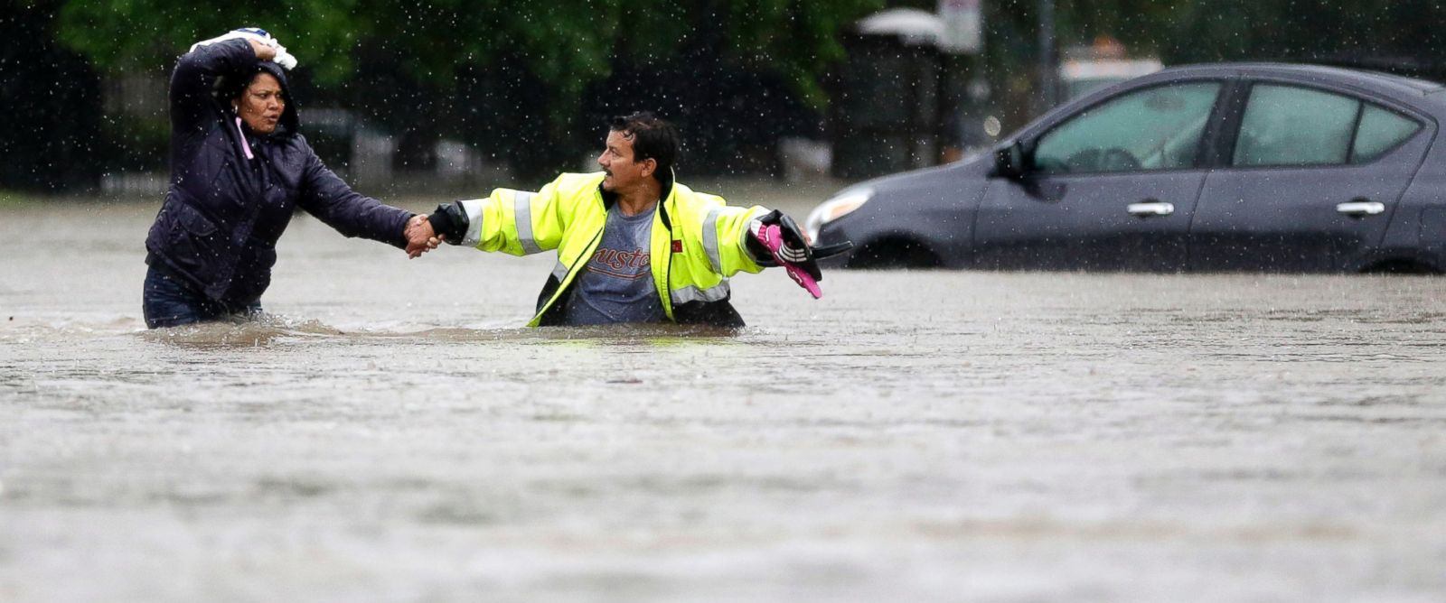 In Houston Nearly 900 Are Rescued As Severe Flooding Sweeps Through City Abc News
