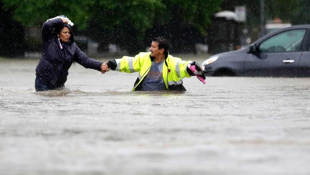 Nearly 900 Rescued in Houston in Deadly Flooding