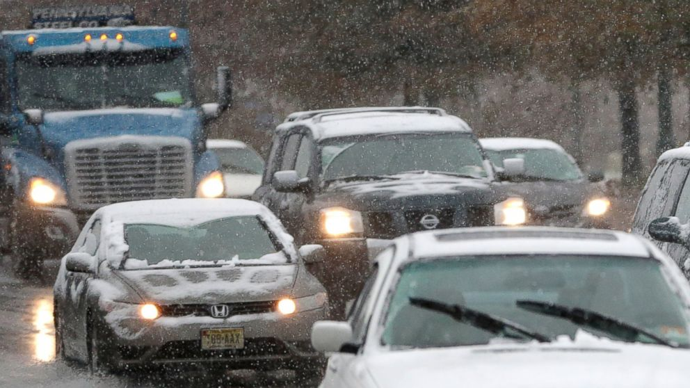 PHOTO: Vehicles cruise under light snowfall on Nov. 26, 2014, in Newark, N.J.