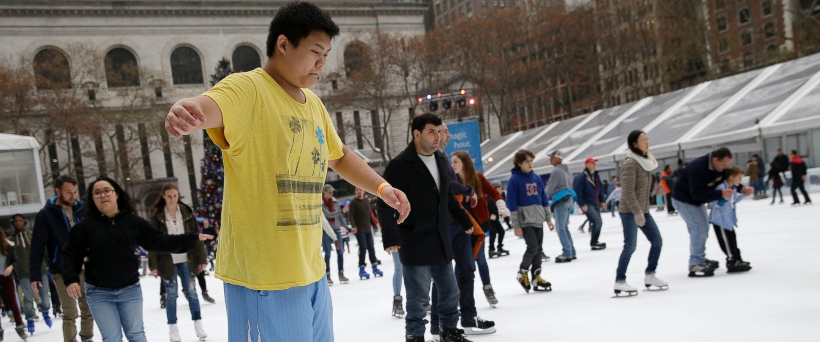 PHOTO: Ian Chan, 15, wears shorts and t-shirt while ice skating at Bryant Park in New York, Dec. 23, 2015.