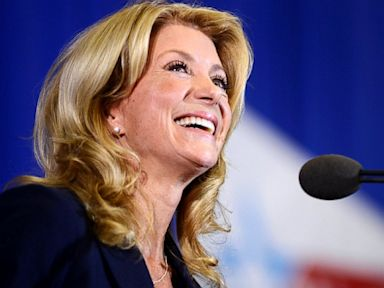 Hollywood Titans Rake in Cash for Wendy Davis