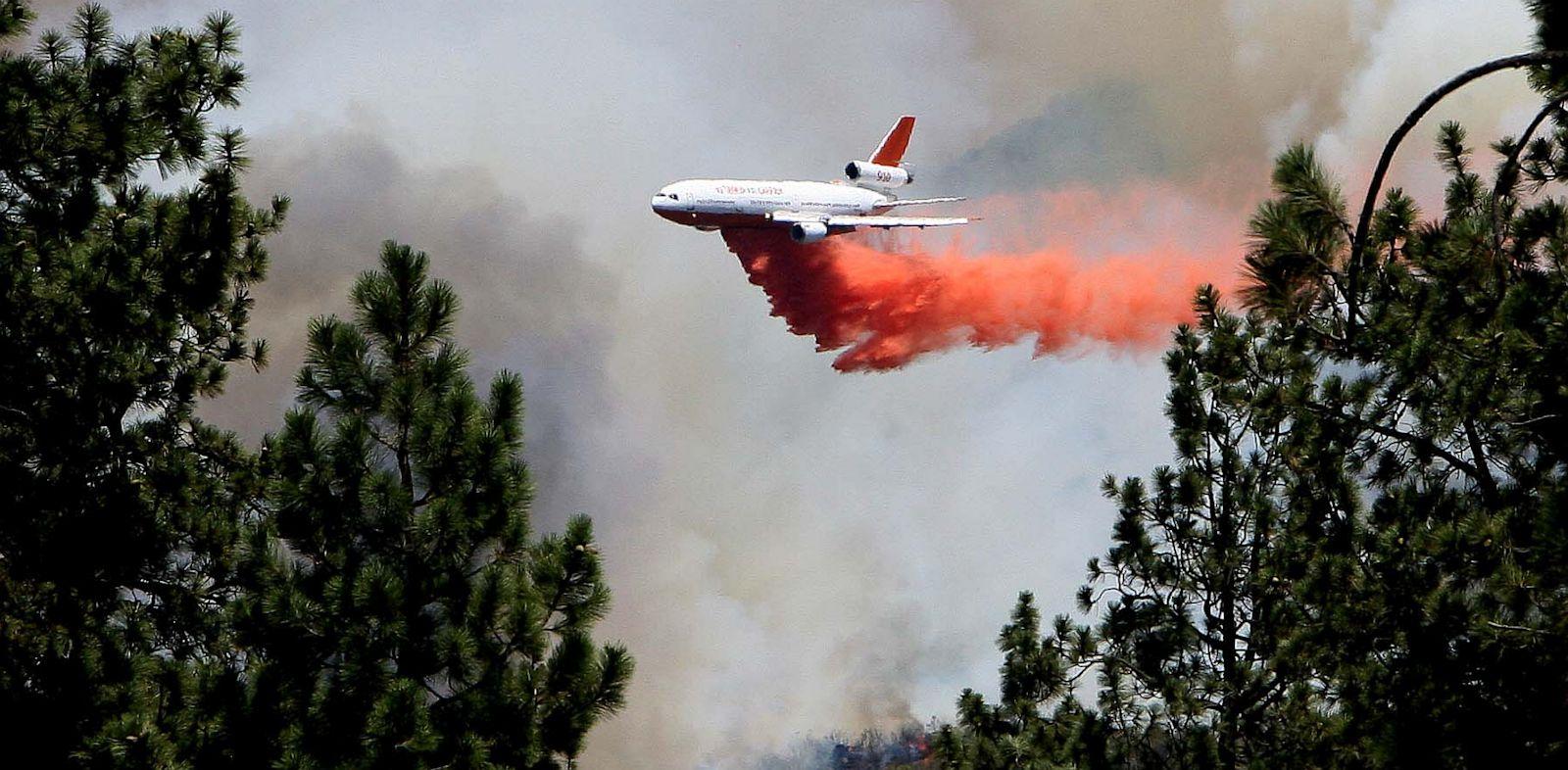 PHOTO: An air tanker
