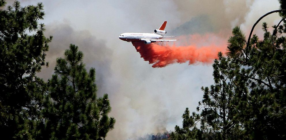 PHOTO: An air tanker