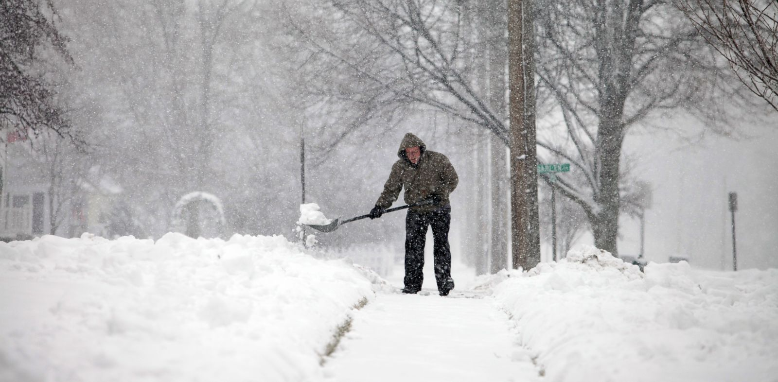 PHOTO: Snow builds up as a man shovels his sidewalk, Jan. 5, 2014, in Bowling Green, Ohio.