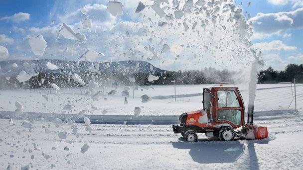http://a.abcnews.com/images/US/AP_winter_weather_jtm_150303_16x9_608.jpg