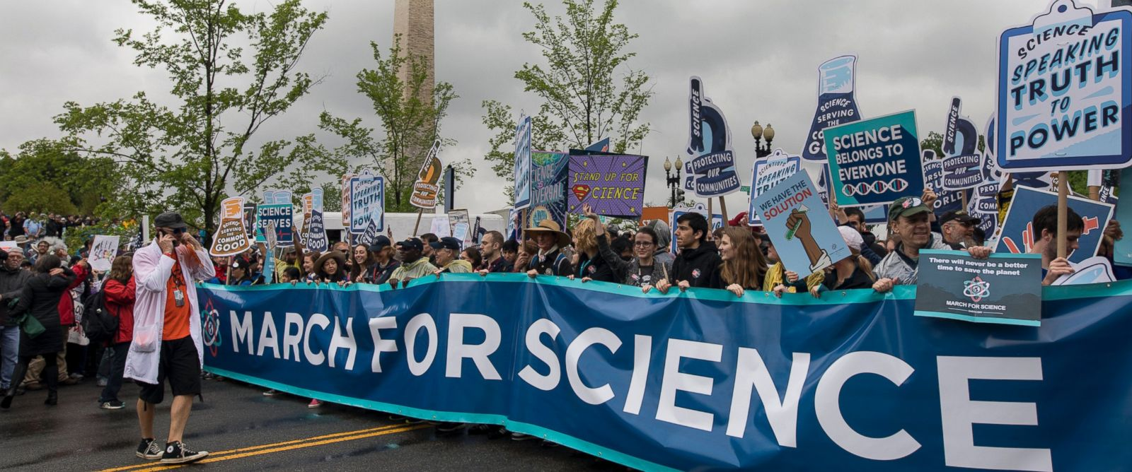 PHOTO: Tens of thousands of protesters walk along Constitution Avenue during the March for Science in Washington, D.C., April 22, 2017.