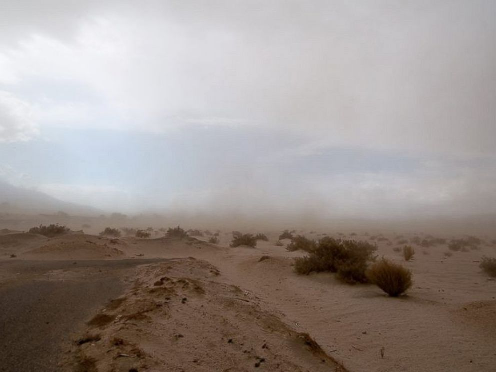 PHOTO: Dust and sand left drivers with low visibility in southern California, Aug. 21, 2014.