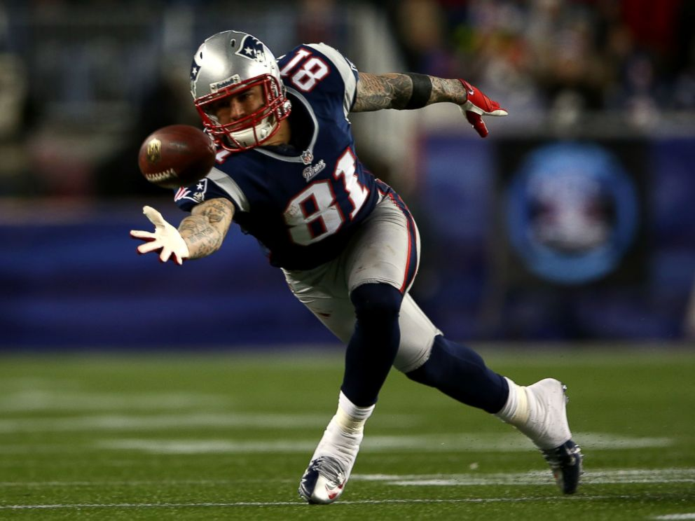 PHOTO: Aaron Hernandez of the New England Patriots misses a catch against the Baltimore Ravens during the 2013 AFC Championship game at Gillette Stadium, on Jan. 20, 2013, in Foxboro, Mass.