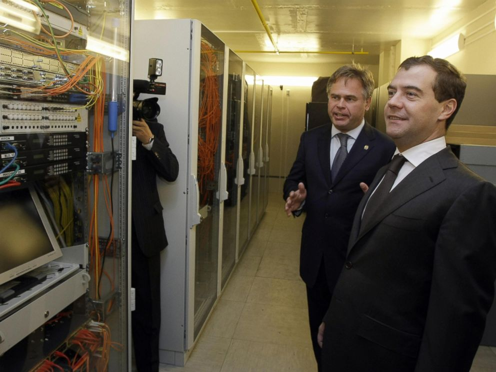 PHOTO: Russian President Dmitry Medvedev (R) listens to Russian antivirus program developer, Yevgeny Kaspersky, as he visits the Kaspersky Labs company development center, on June 18, 2009, in Moscow.